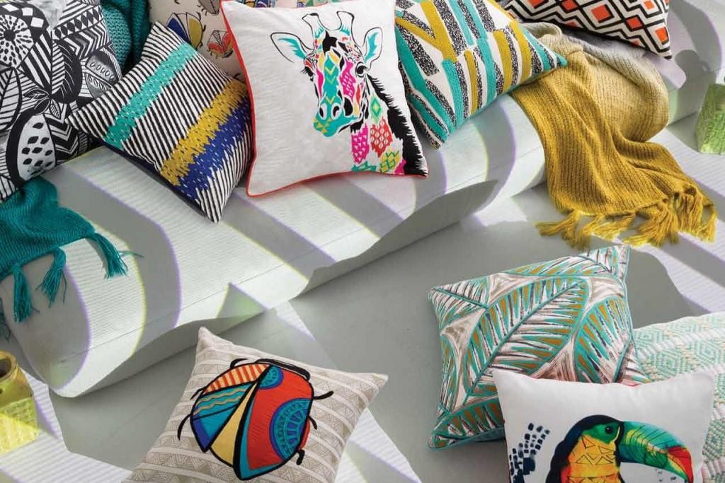 Giraffe, Marienkäfer & Co - für viel Spaß in Kiddy`s Reich! Das bringt Farbe & Freude ins Leben!Ein Highlight auf jeder Coach und in Deinem Bett! Coole Designs, grafische Muster, lustige Motive, traumhafte Farben! Unsere Zierkissen vonKAS – die Kultmarke aus Australien– können sich sehen lassen!