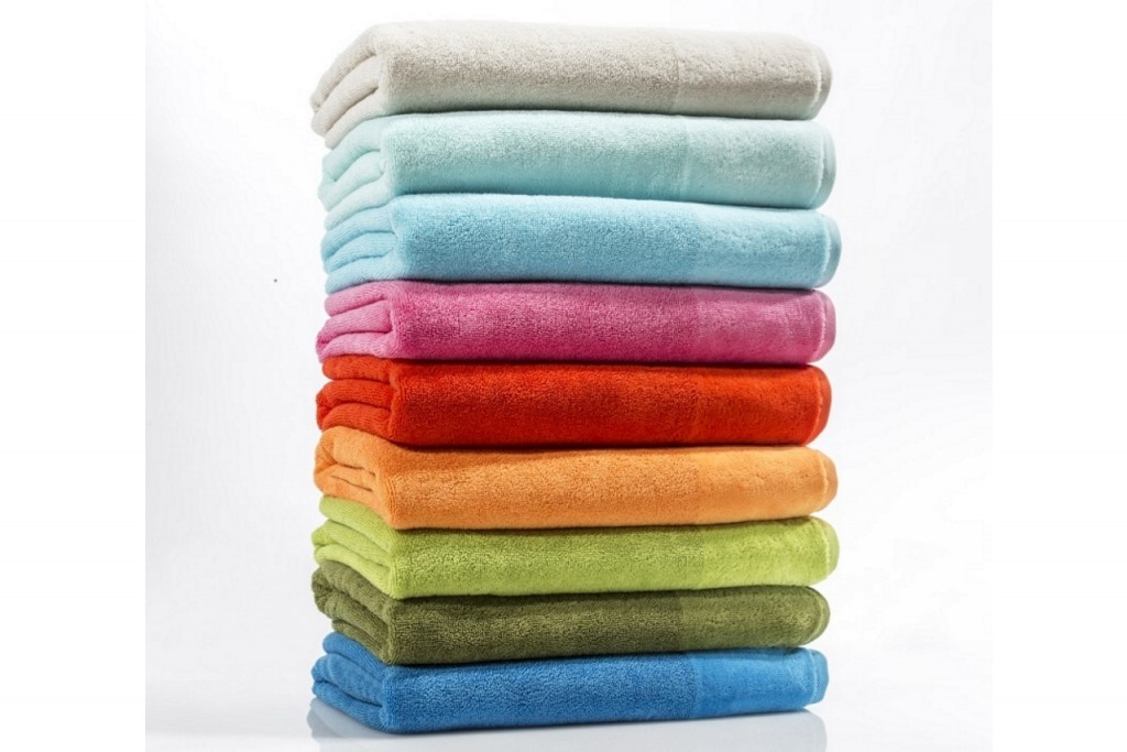 Coming soon!  Hüllen Sie sich nach einem wohltuenden Schaumbad, oder einer erfrischenden Dusche in einen unserer feinen, anschmiegsamen Bademäntel.