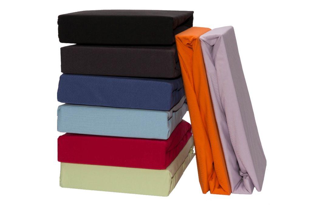 Bei Spannleintüchern sollten Sie auf eine sehr gute Qualität achten! Das Spannleintuch sollte weich und anschmiegsam sein, eine exzellente Passform bieten, blickdicht und pflegeleicht sein. Schlafen Sie wie auf Wolken, gestalten Sie Ihre Träume bunt! Das Spannleintuch sollte nicht verrutschen und keine Falten bilden.Für ein himmlisch gutes Gefühl muss sich ein Spannleintuch zudem weich und zart anfühlen. Aber auch das Überziehen sollte schnell und einfach funktionieren. Unsere Premiumqualität von Mary Rose & Domo Linevereint all diese Kriterien. Für einen angenehmen, wohltuenden Schlaf!